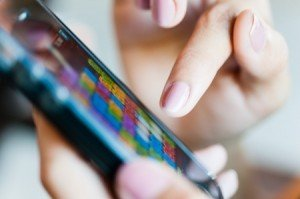 האם טלפון נייד חדש זו מתנה יפה לאשתך?