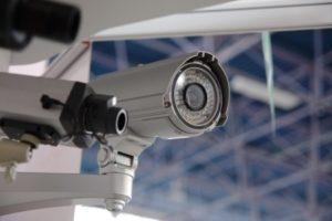 מה ההבדל בין מצלמות אבטחה חיצוניות לפנימיות