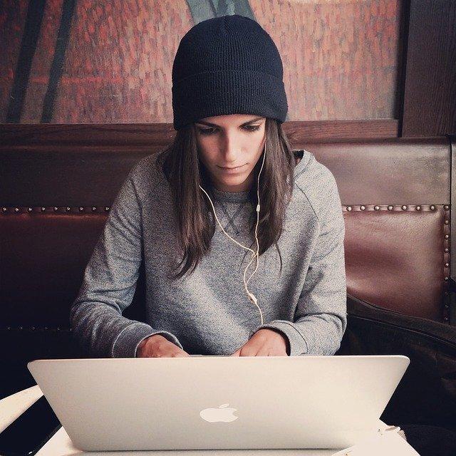 laptop-2561018_640